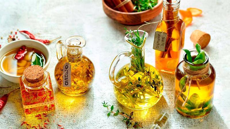 Prepara olis aromàtics per condimentar els plats