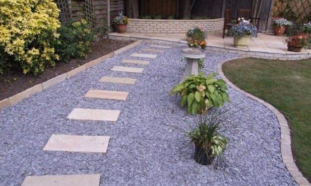 Decoració de jardí amb grava i còdols