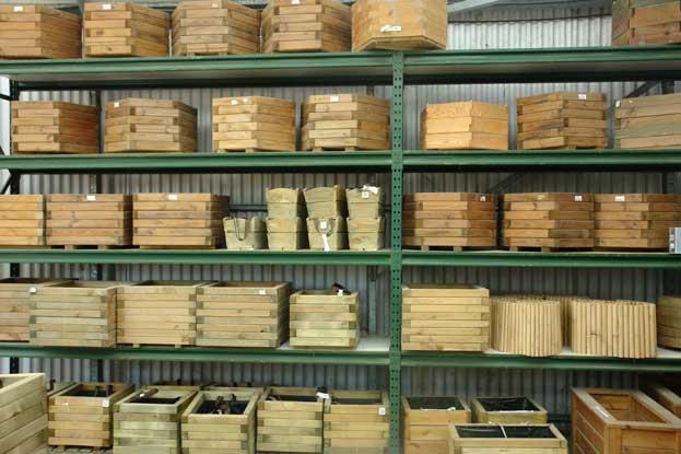 Venta de pérgolas, celosias, tarimas, borduras y productos para el tratamiento de la madera en Barcelona.