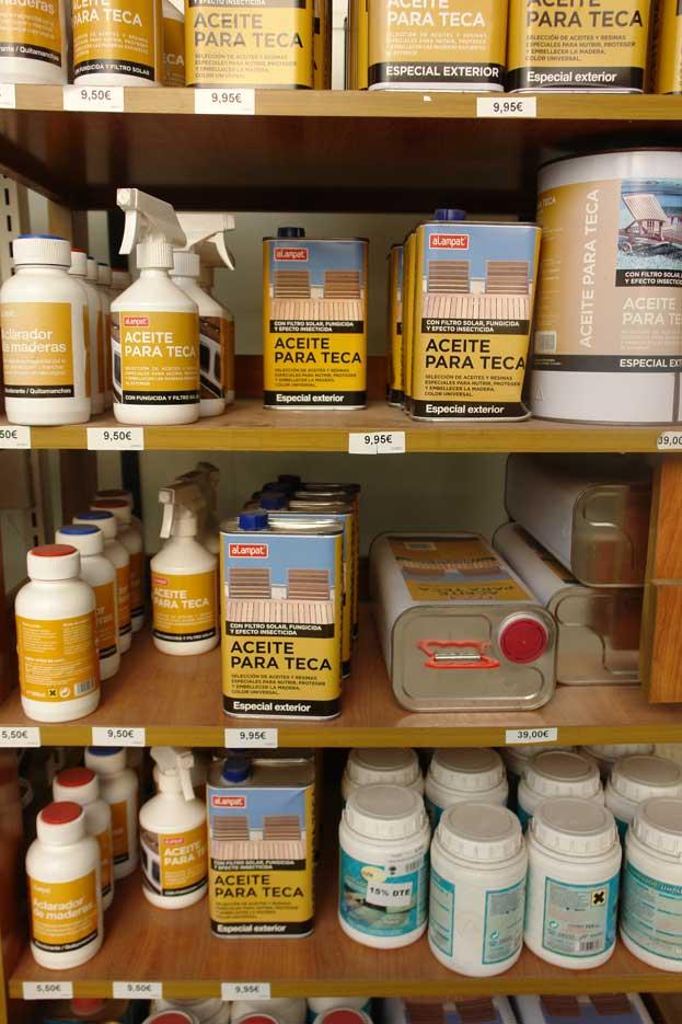 Venta de productos para el tratamiento de la madera (hongos, moho, quitamanchas, limpiadores) en Barcelona.