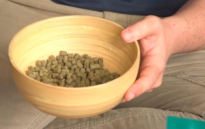 Los pellets son todos iguales para que el animal no seleccione, asegurando una dieta equilibrada.