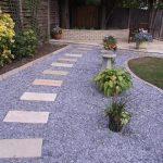 Decoración de jardín con grava y cantos rodados